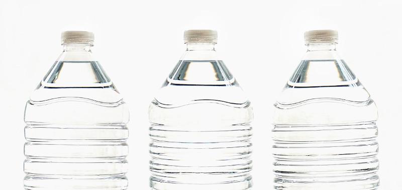 Woda z butelki plastikowej - ostrożnie!